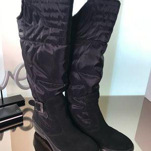Black winter boots